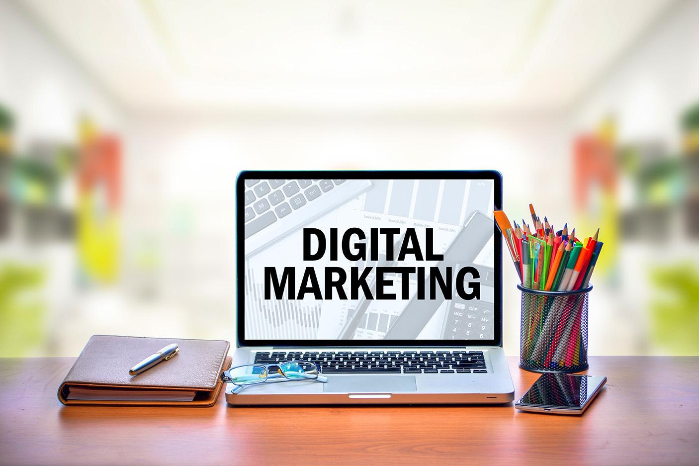 マーケティング と は デジタル